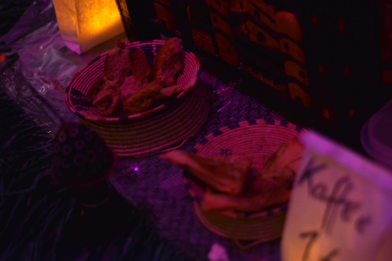 """Fr, 20.11. - Äthiopisches Essen durfte bei """"Crumbs"""" nicht fehlen"""
