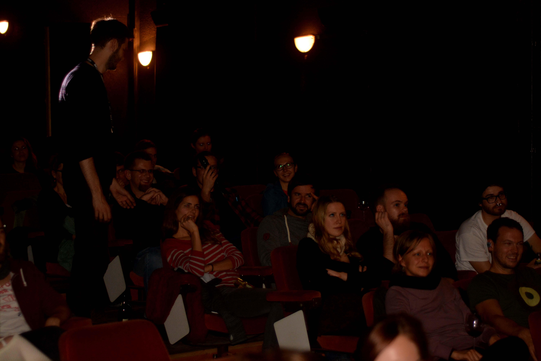 Fr, 20.11 - Das Publikum diskutiert angeregt mit